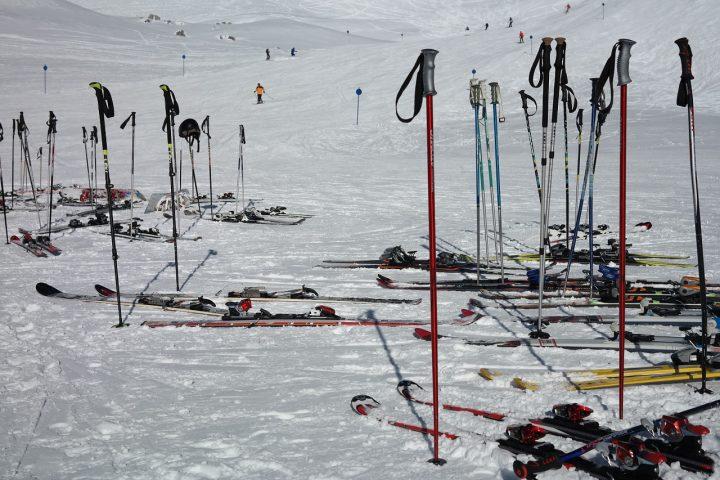 Comment choisir son bâton de ski alpin?